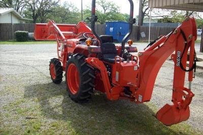 2014 Kubota L3200 4WD Tractor WLoader & Backhoe