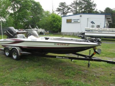 2007 Triton TR200 Bass Boat