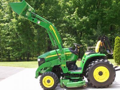 2012 John Deere 3320 with Loader&Lawn Mower