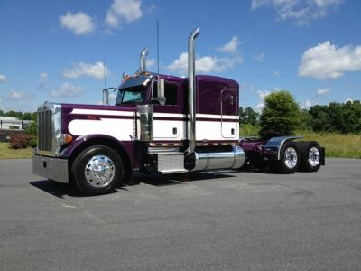 2007 Peterbilt 379EXHD tandem sleeper tractor Cat 550hp