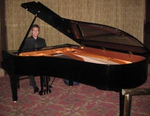 Manhattanpianist offers the best New York piano player for booking