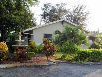 Student Rentals from July 18 - Funished Home Gated Access Parking