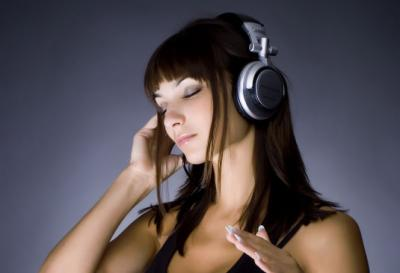 Listen Radio Music on Their Mobile Phones
