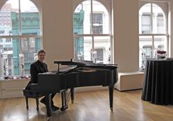 Choose the best pianists in NYC only at Arnieabramspianist