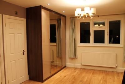 want fitted wardrobe in Edgware