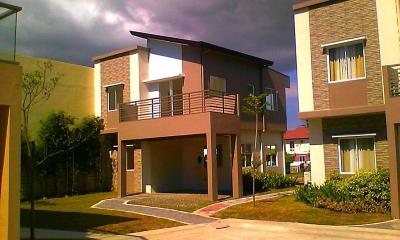 Single attached 3 bdr house 3TB w balcony nr school